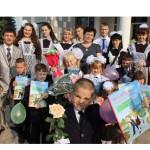 Сентябрь, как всегда, с портфелем/ В Конькаўскім детском саду – средней школе на торжественной линейке поздравляли с Днем знаний /фото/